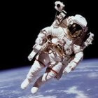 Het ruimtepak van een astronaut tijdens een ruimtewandeling