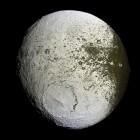Het zonnestelsel: Japetus (maan Saturnus)