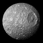 Het zonnestelsel: Mimas (maan Saturnus)