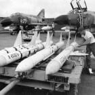 Ontwikkeling van raketten: wapens van gevechtsvliegtuigen
