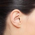 Waarom een kriebelhoest bij het kuisen van de oren?