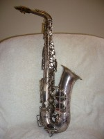 Saxofoon silver plated / Bron: Nabokov (talk). / Wikimedia Commons